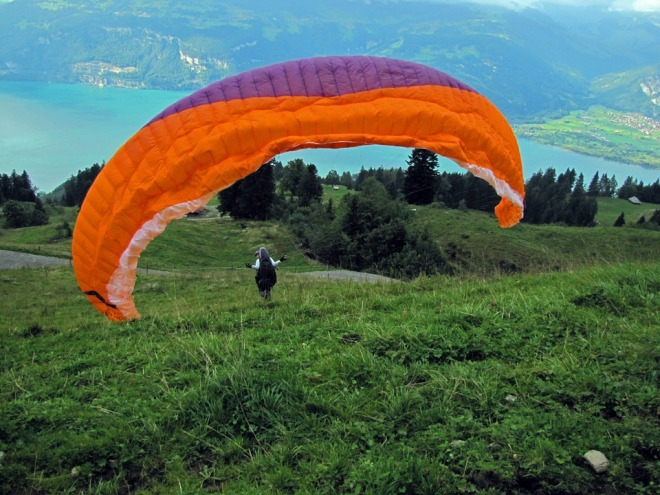 parachute-542831_960_720.jpg from pixabay